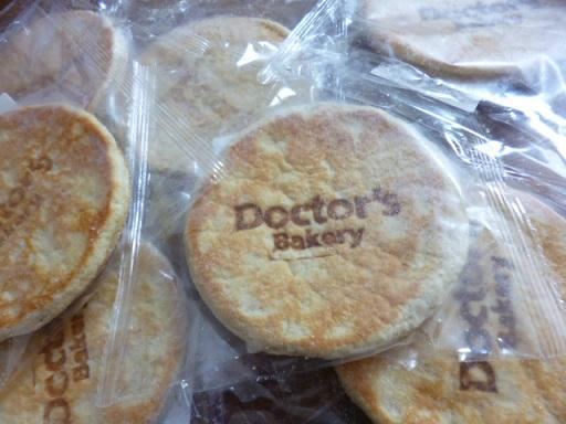 ドクターズベーカリーの大豆コタラパンを私のお昼ごはん用に・・・・