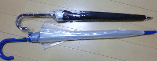 ごくごく普通のビニール傘と大きさを比較・・・・