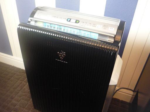 空気清浄機兼加湿器が備え付けてありました。