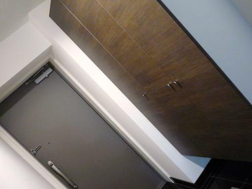うちの玄関って下駄箱の上っていう場所が存在しません・・・・・