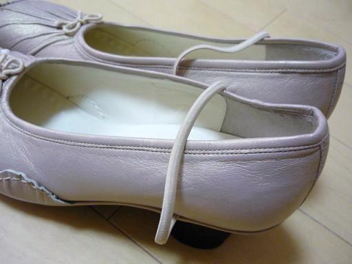 TSUMORI CHISATO WALK(ツモリチサトウォーク)のシューズ(靴)・・・・ゴムで全体を支えている・・・・
