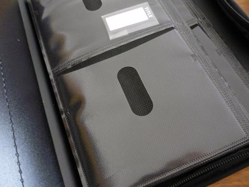 エレコムのDVD(もしくはCD)が96枚収納できるケース