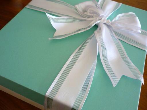 りぼんをほどいて開ける・・・・これってプレゼントの醍醐味だったりしますよね・・・・