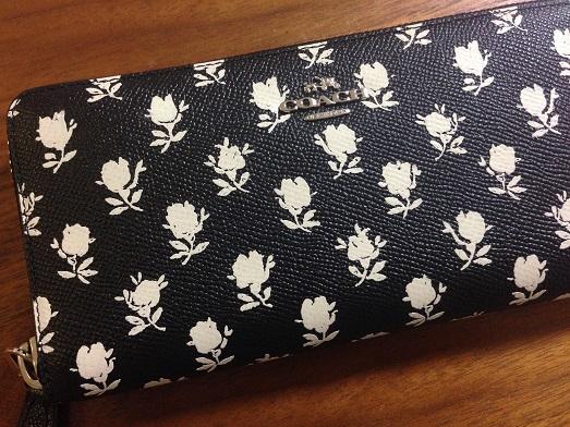 花柄がかわいい財布です