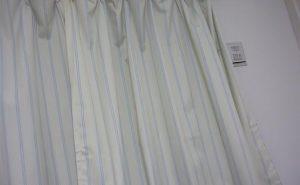 寝室用のカーテン